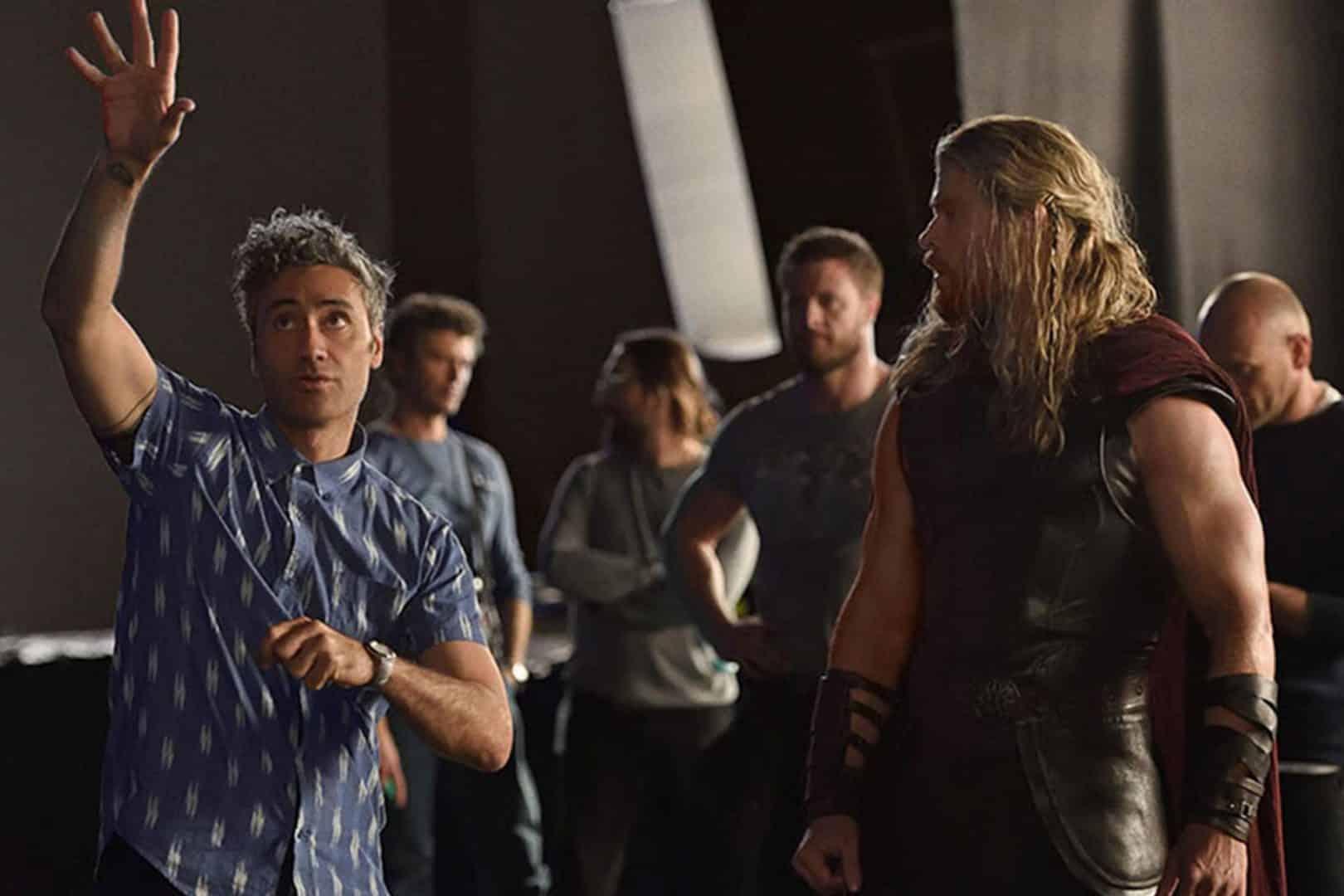 Vo filme z produkcie Marvel Studios, Thor: Ragnarok, Thor je uväznený na druhej strane vesmíru bez jeho mocného kladiva a preteká s časom, aby sa dostal do Asgardu a zastavil Ragnarok – deštrukciu sveta na konci Asgardskej civilizácie – ktorá je v rukách novej mocnej hrozby, ukrutnej ženy menom Hela. Najprv však musí prežiť smrtiaci gladiátorský zápas, kde sa postaví proti jeho bývalému spojencovi a Avengerovi – Neuveriteľnému Hulkovi!