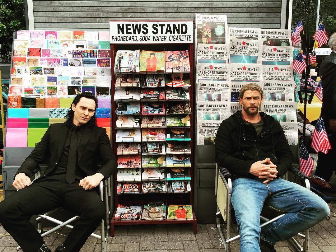 Chris Hemsworth a Tom Hiddleston, natáčajú v New Yorku, pravdepodobne hľadajú Doctora Strangea