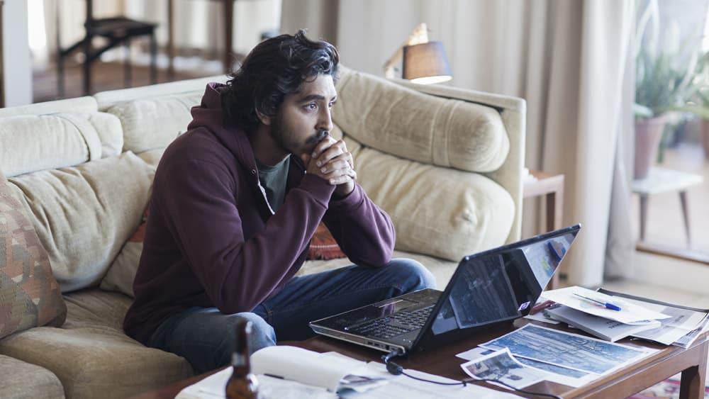 Dev Patel má zaslúženú nomináciu, rovnako ako celý film; Zdroj: filmblerg.com