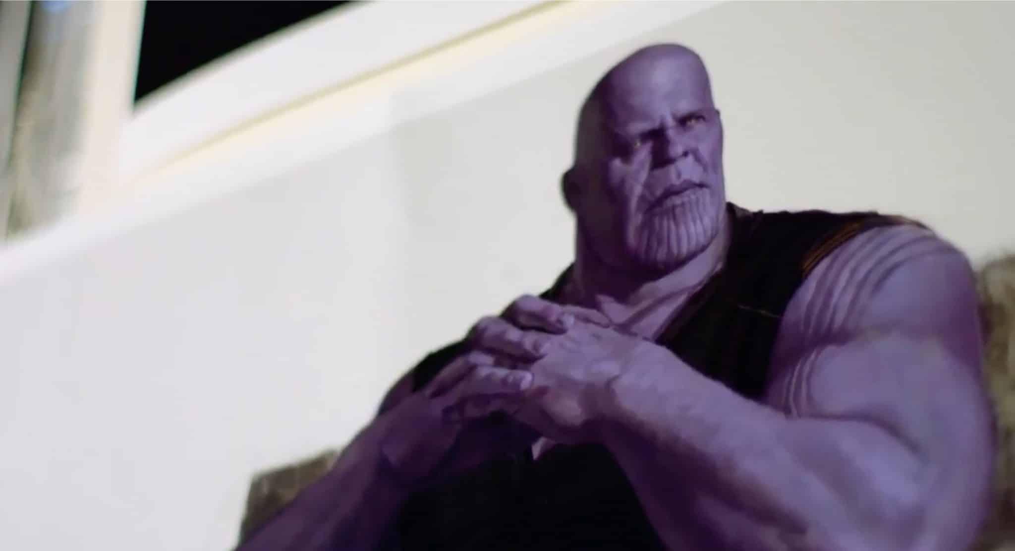 Thanos bez helmy!; Zdroj: slashfilm.com