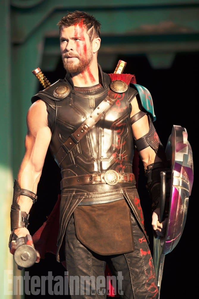 Thor v novej zbroji a s krátkymi vlasmi!