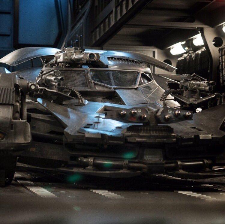 Prvá fotka Batmobilu z Justice League!; Zdroj: comicbook.com