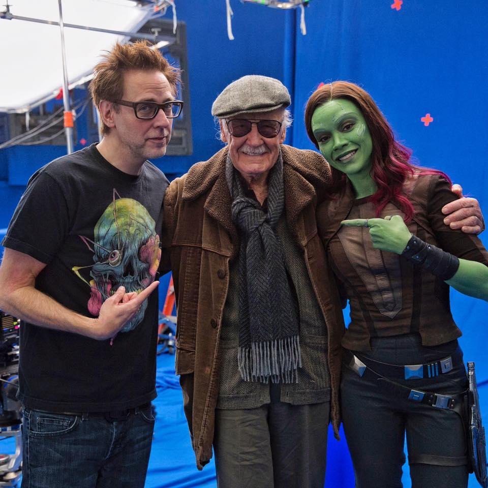 Stan Lee počas natáčania jeho camea spolu s režisérom Jamesom Gunnom a Zoe Saldanou!