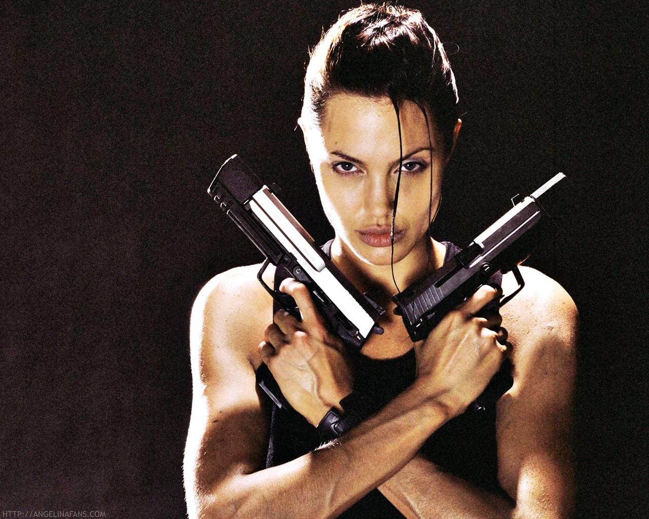 Krásna Angelina Jolie ako Lara Croft!