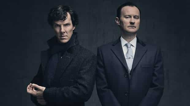 Benedict Cumberbatch a Mark Gatiss, ako slávni bratia nesúci meno Sherlock.